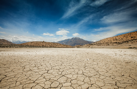 Foto de Dry Dhankar lake in Himalayas mountains. Spiti valley, Himachal Pradesh, India - Imagen libre de derechos