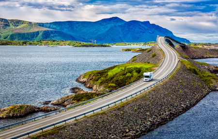 Photo pour Caravan car travels on the highway. Atlantic Ocean Road or the Atlantic Road (Atlanterhavsveien) been awarded the title as (Norwegian Construction of the Century). - image libre de droit