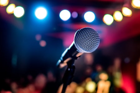 Foto de Public performance on stage Microphone on stage against a background of auditorium. Shallow depth of field. Public performance on stage. - Imagen libre de derechos