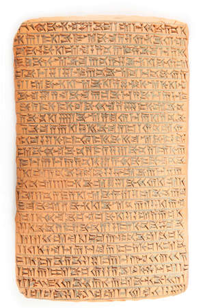 Photo pour Ancient type of Akkad empire style cuneiform writing in brown clay with rest of dirty sand - image libre de droit