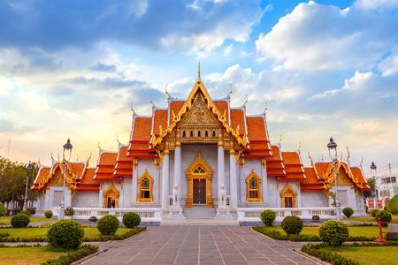 Foto de The Marble Temple, Wat Benchamabopit Dusitvanaram in Bangkok, Thailand - Imagen libre de derechos