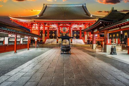 Photo pour Senso-ji Temple (Asakusa Kannon) in Tokyo, Japan - image libre de droit