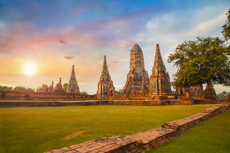 Photo pour Wat Chaiwatthanaram temple in Ayuthaya Historical Park, a UNESCO world heritage site, Thailand - image libre de droit