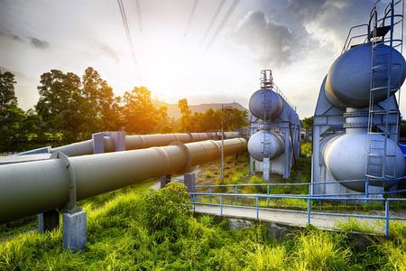 Foto de Glow light of petrochemical industry water tank on sunset - Imagen libre de derechos