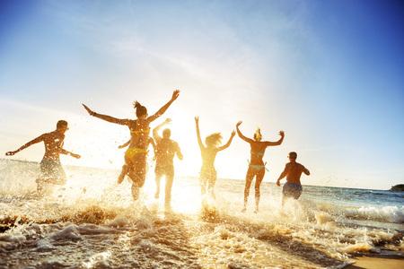 Photo pour Crowd people friends sunset beach holidays - image libre de droit