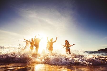 Foto de Big group friends sun beach travel - Imagen libre de derechos