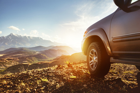 Foto per Big 4x4 car against sunset and mountains - Immagine Royalty Free