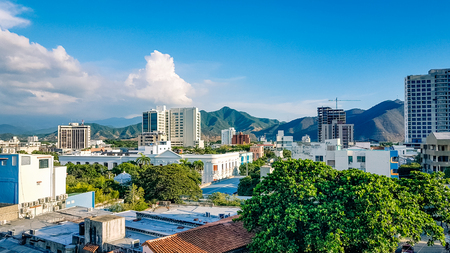 Photo pour Santa Marta City Skyline Colombia South America. Very much one of the main tourist attractions and points of interest in the area. - image libre de droit