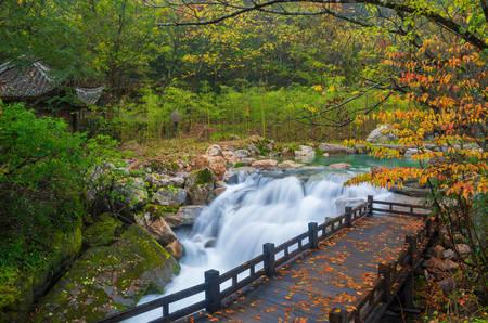 Photo pour Shennongjia Xiangxi water falls - image libre de droit