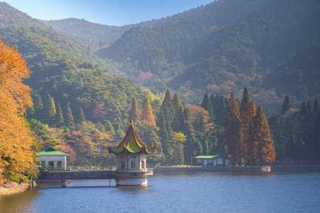 Photo pour The early autumn landscape of Mount Lu - image libre de droit