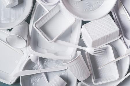 Photo pour top view alimentary white plastic products composition - image libre de droit