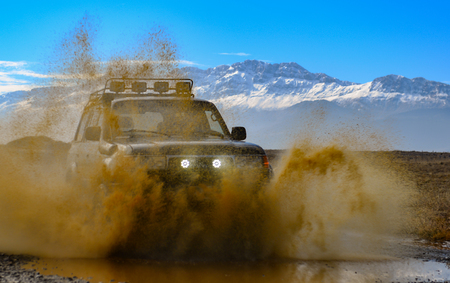 Foto per offroad excitement with off-road vehicle - Immagine Royalty Free