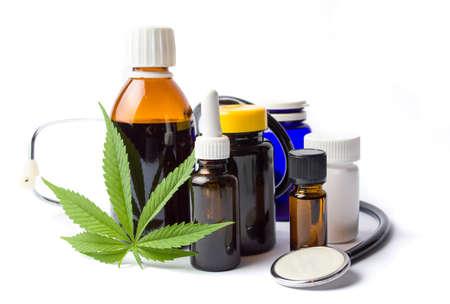Photo pour Marijuana plant and cannabis oil bottles isolated - image libre de droit