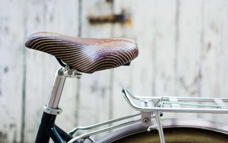 Photo pour Vintage bicycle with leather seat close up - image libre de droit