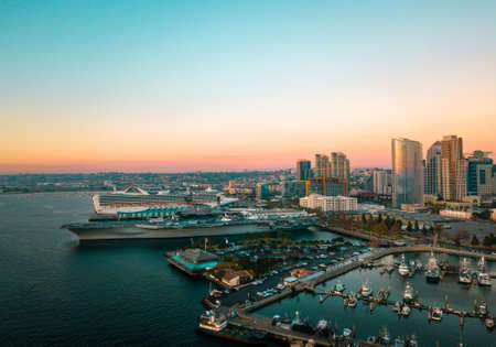 Foto per San Diego bay area with high buildings, cruisers and an aircraft carrier aerial - Immagine Royalty Free