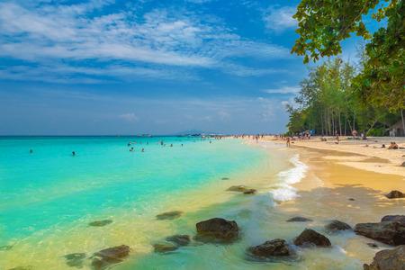 Foto de Beautiful panorama of the sea and Bamboo beach in Phi Phi region, Thailand - Imagen libre de derechos