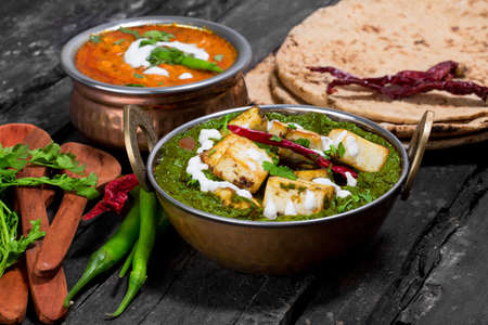 Foto de Indian Punjabi cuisine Palak paneer made up of spinach and cottage cheese decorative in kadhai - Imagen libre de derechos