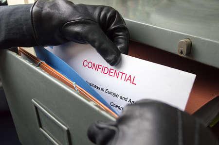 Foto de thief stealing confidential files in an office - Imagen libre de derechos