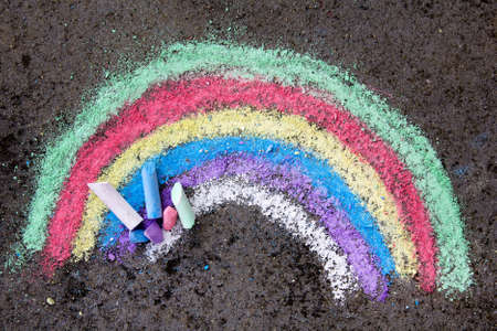 Foto de  chalk drawing on asphalt: colorful rainbow - Imagen libre de derechos