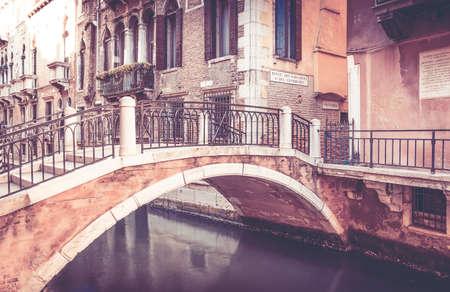 Foto de Beautiful bridge in antique Venice city, Italy - Imagen libre de derechos