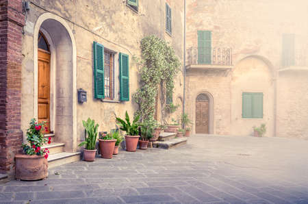 Photo pour Beautiful street of captivating Montisi village in Tuscany, Italy - image libre de droit