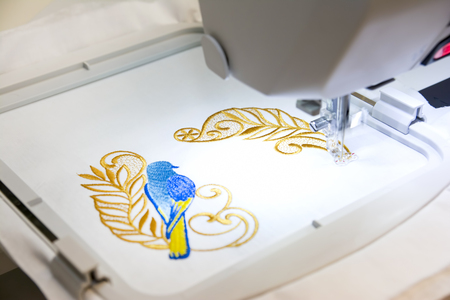 Foto de Computer Aided Embroidery Machine At Work - Imagen libre de derechos