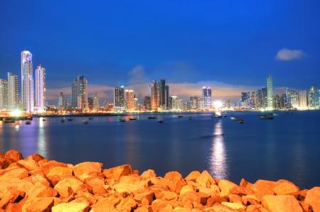 Foto de Panama City, city center skyline and Bay of Panama, Panama, Central America in the sunset - Imagen libre de derechos