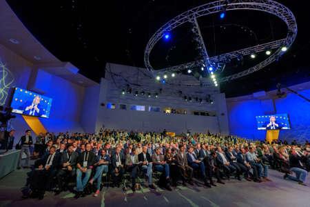 Photo pour Skolokovo, Russia - October 16, 2017: People attend Open Innovations 2017 forum in new building Skolkovo Technopark. - image libre de droit