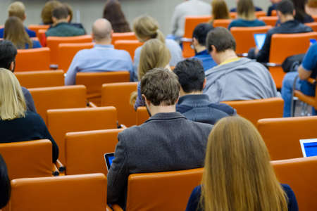 Photo pour Audience listens to the lecturer at the conference hall - image libre de droit