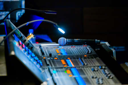 Photo pour Broadcast audio and video equipment working at business conference - image libre de droit