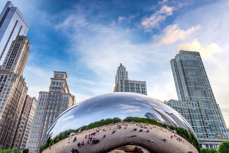 Photo pour Attractions of downtown Chicago. - image libre de droit