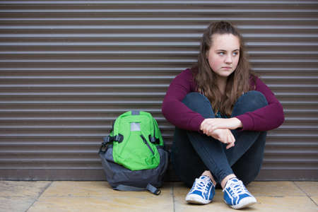 Photo pour Homeless Teenage Girl On Streets With Rucksack - image libre de droit
