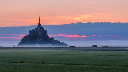 Foto de Mont Saint-Michel view in the sunrise light. Normandy, northern France - Imagen libre de derechos