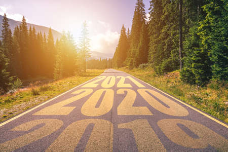 Photo pour Empty asphalt road and New year 2019, 2020, 2021 concept. Driving on an empty road in the mountains to upcoming 2019, 2020, 2021 and leaving behind old years. Concept for success and passing time. - image libre de droit