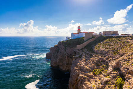 Photo pour Lighthouse of Cabo Sao Vicente, Sagres, Portugal. Farol do Cabo Sao Vicente (built in october 1851) Cabo de Sao Vicente is the South Western tip of Europe, Sagres, Portugal. - image libre de droit