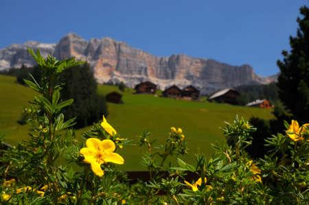 Photo pour Alpine Hut under the Cross of the Cross, Alta Badia, Dolomites, Italy. - image libre de droit