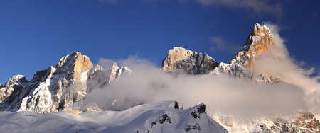Foto de Beautiful view of Pale di San Martino in the Italian Dolomites. The famous Cimon della Pala as seen from Passo Rolle. Val di Fiemme, Italy. - Imagen libre de derechos