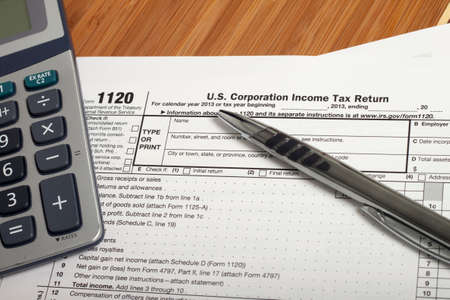 Photo pour Close up U.S. taxes papers - image libre de droit