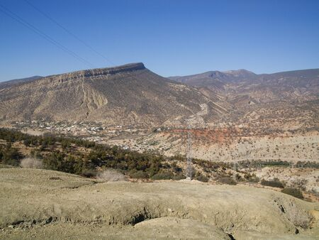 Photo pour Morocco, North Africa, 05/05/2016, The rugged famous Atlas mountain landscape terrain, in Morocco, North Africa - image libre de droit