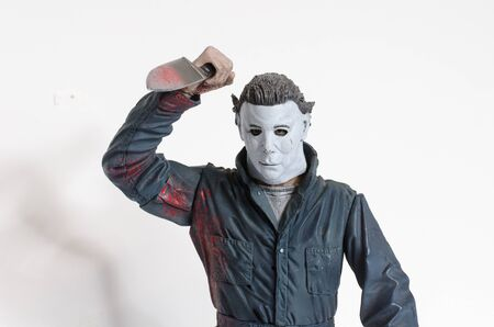 Foto de london, england, 05/05/2018 Michael myers serial killer action figure with knife from the film halloween. A thriller and suspense movie film from thew 1990s.  created by john carpenter film director and writer. - Imagen libre de derechos