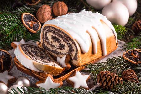Photo pour Christmas poppy seed cake - image libre de droit