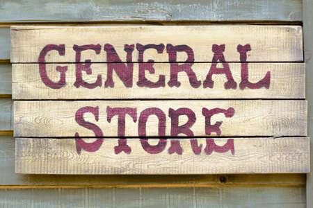 Foto de A general store wood sign - Imagen libre de derechos