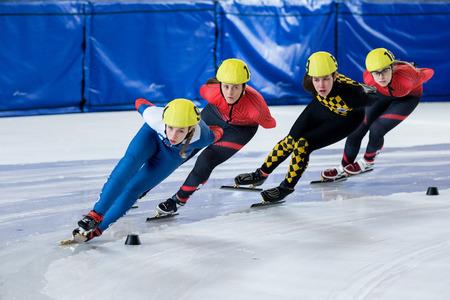 Photo pour ZAGREB, CROATIA - NOVEMBER 04, 2017: Speed skating Alpe Adria Cup Zagreb. Girls athlete speed skater on short track - image libre de droit