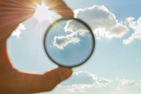 Foto de polarizing filter for camera looking at the sky - Imagen libre de derechos
