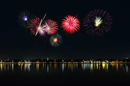 Photo pour fireworks in the night sky  - image libre de droit
