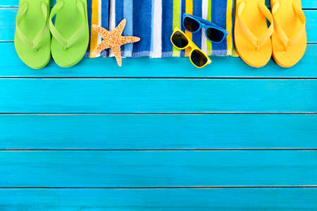 Photo pour Summer beach background border blue decking copy space - image libre de droit