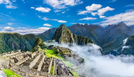 Photo pour Overview of Machu Picchu, agriculture terraces, Wayna Picchu and surrounding mountains in the background - image libre de droit