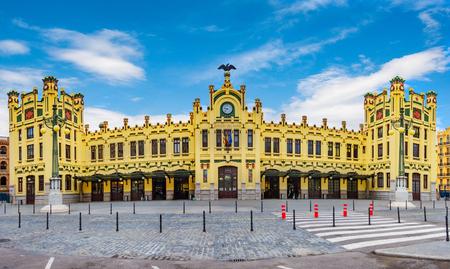 Photo pour Front view of the central station in Valencia, Spain. - image libre de droit