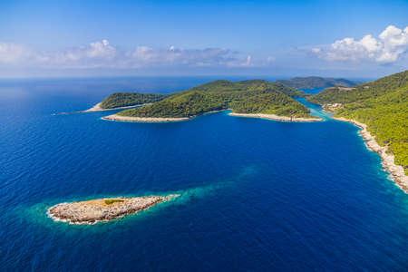 Foto de Aerial helicopter shoot of National park on island Mljet, Dubrovnik archipelago, Croatia. The oldest pine forest in Europe preserved. - Imagen libre de derechos