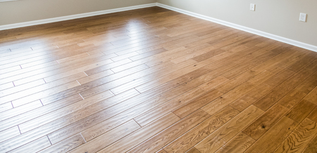 Photo pour A shiny, polished hardwood floor in a new home - image libre de droit